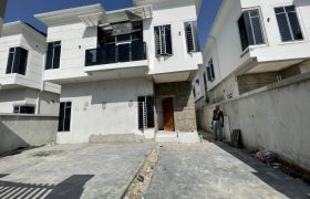 4 BEDROOM FULLY DETACHED DUPLEX AT IKATE FOR SALE