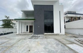 LUXURY 5 BEDROOM DETACHED DUPLEX AT OSAPA FOR SALE