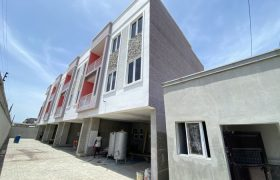 4 BEDROOM TERRACE DUPLEX AT OLOGOLO FOR SALE