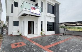 5 BEDROOM DETACHED HOME AT CHEVRON FOR SALE